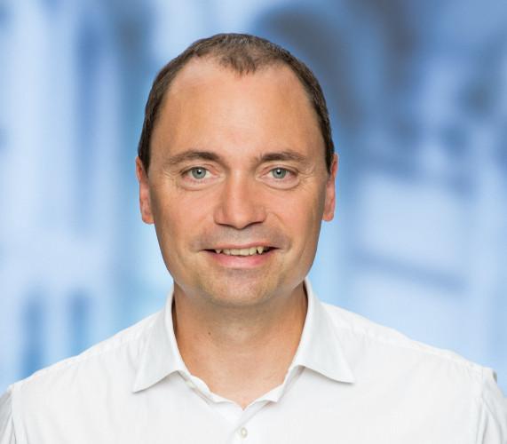 Det skal være lettere for virksomheder at vokse sig store, skriver Venstres Tommy Ahlers.