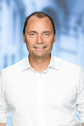 Klimaet er for vigtigt til rød blokpolitik, skriver Venstres Tommy Ahlers.