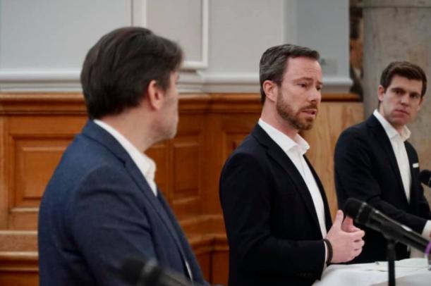 Jakob Ellemann-Jensen, Morten Dahlin og Mads Fuglede præsenterer Venstres udlændingepolitik.