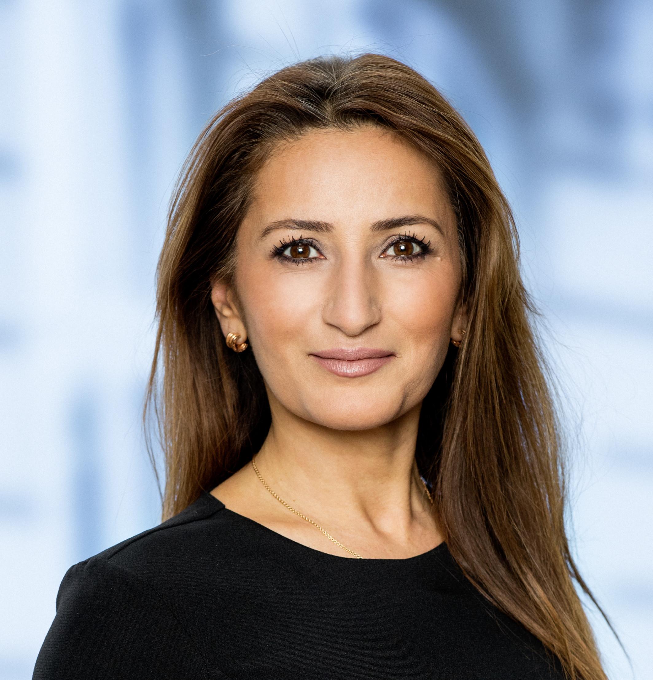 Portræt af Venstres ligestillingsordfører, Fatma Øktem.