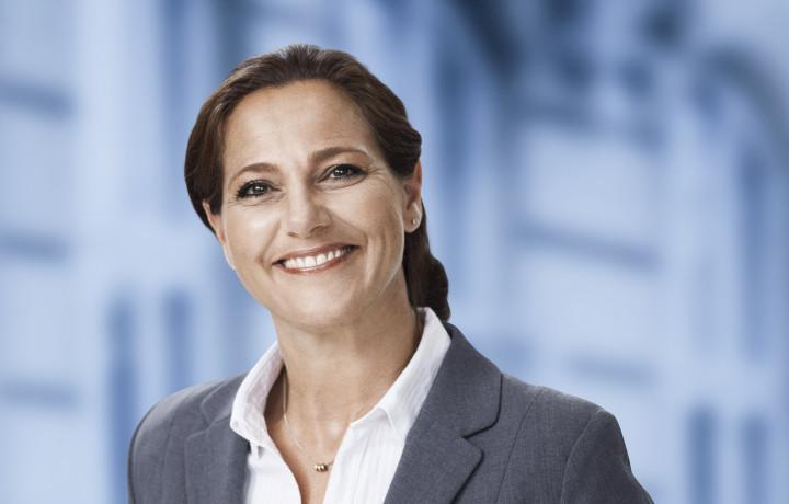 Det er på tide, at de demente ældre og deres pårørende, der har lidt under coronanedlukningen, får en hjælpende hånd, siger Venstres ældreordfører Jane Heitmann.